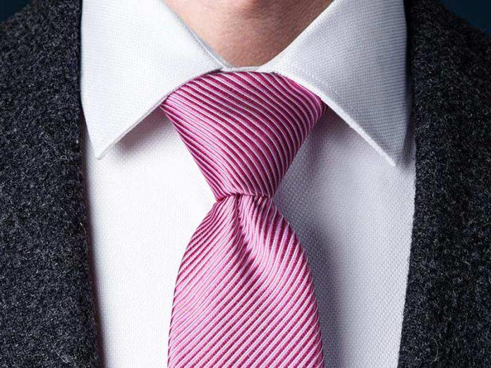 آموزش تصویری روش بستن کراوات سه گره