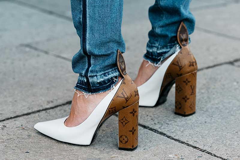 کفش پاشنه پهن لویی ویتون با شلوار جین