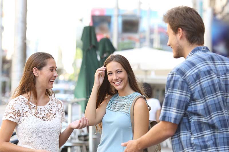 ارتباط پسر جذاب با دخترها