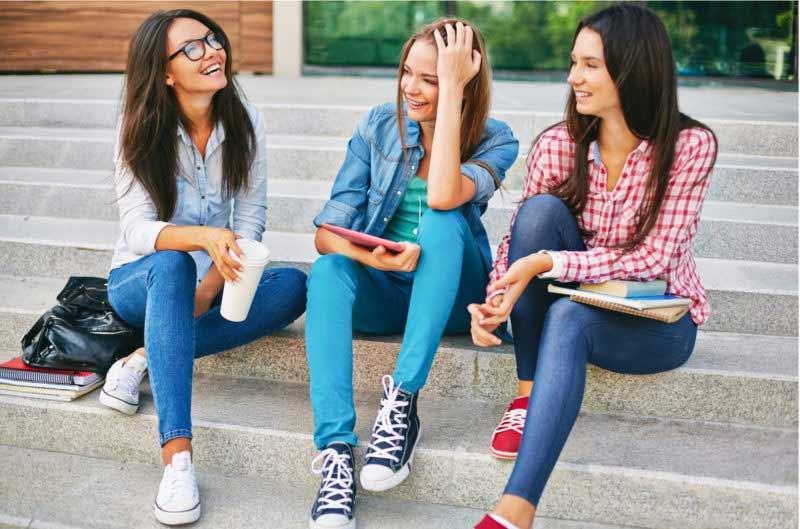 صحبت کردن با همکلاسی های دانشگاه