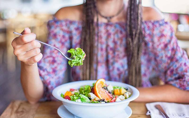 خوردن غذاهای سالم برای لاغری طبیعی