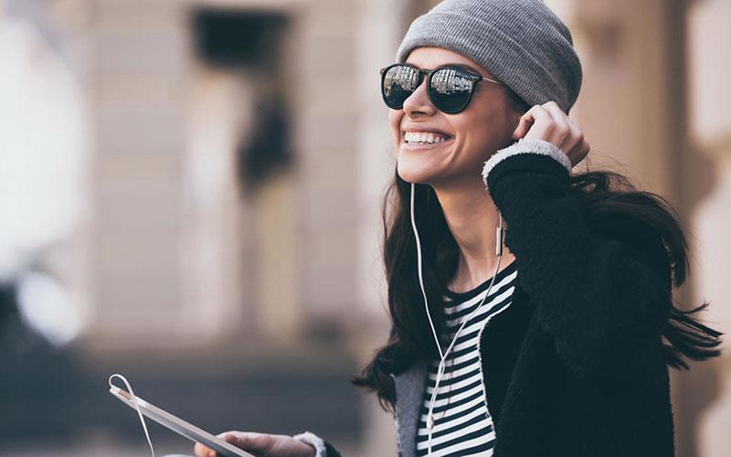 شاد بودن و داشتن نگرش مثبت در زندگی