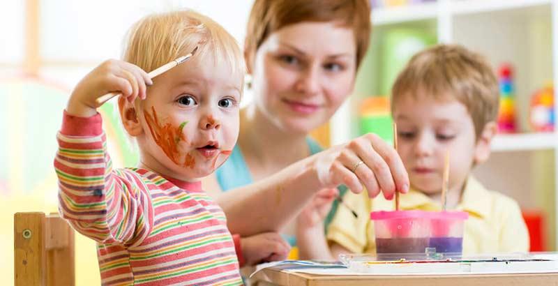 بازی کردن کودکان در مهد کودک