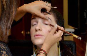 کشیدن خط چشم قهوه ای