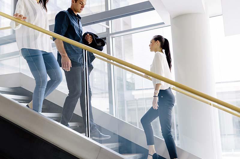 استفاده از پله به جای آسانسور برای افزایش فعالیت روزمره
