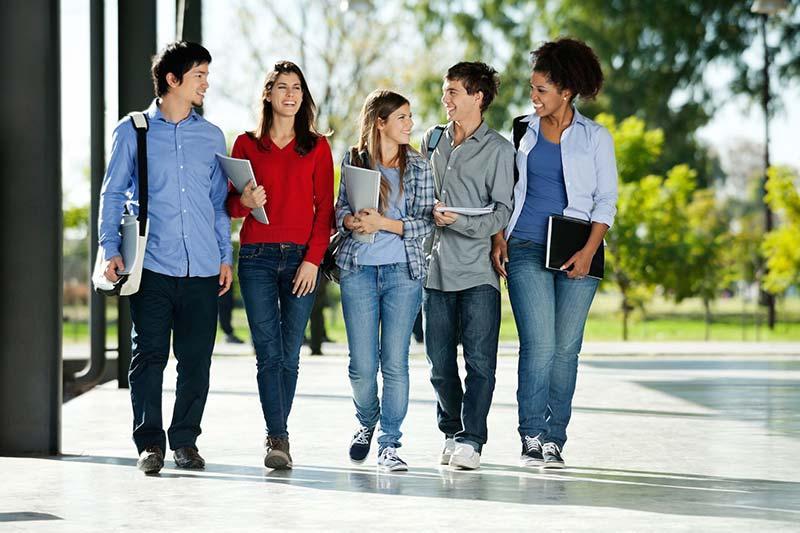 قدم زدن دانشجویان در روز اول دانشگاه