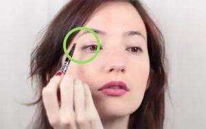 استفاده از سایه براق در زیر پلک