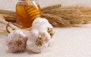 ترکیب عسل و سیر برای درمان جوش