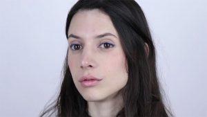 آرایش ساده با خط چشم رنگی