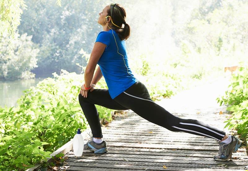 ورزش کردن و انجام تمرینات کششی