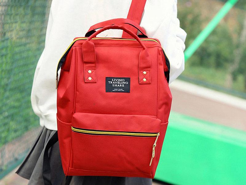 کیف قرمز برای مدرسه