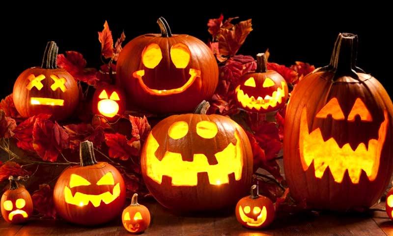حکاکی روی کدوتنبل برای جشن هالووین