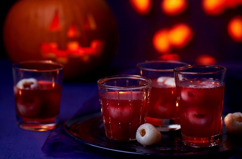 نوشیدنی قرمز خونین برای هالووین
