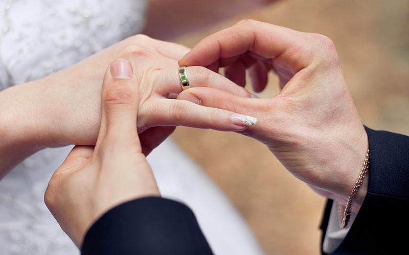 انداختن حلقه ازدواج