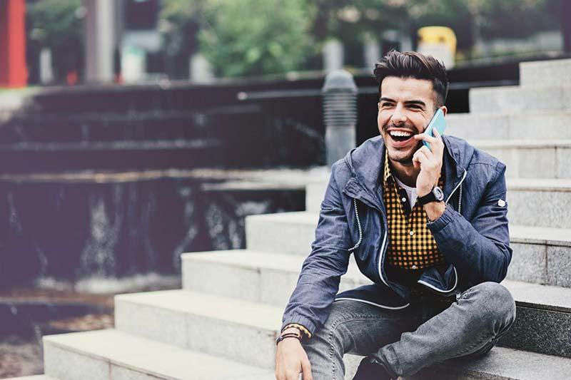 خندیدن پشت تلفن