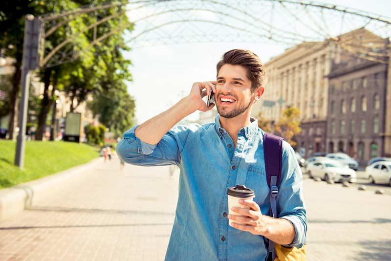 صحبت کردن آقایان با تلفن