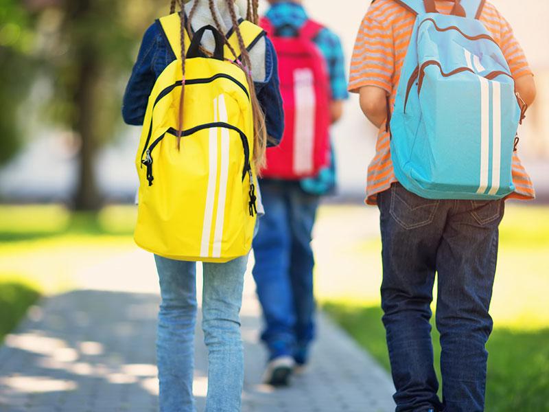 کوله پشتی رنگی برای مدرسه
