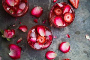 توت فرنگی و گلاب