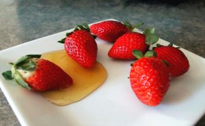 توت فرنگی و عسل