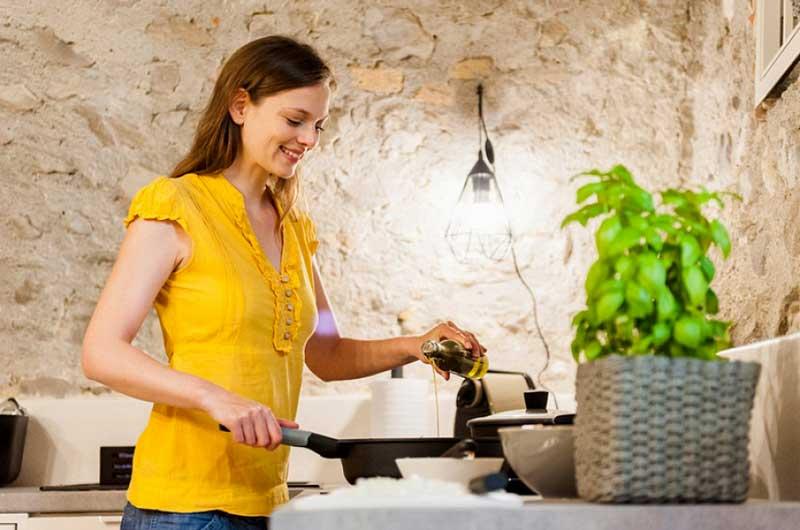 درست کردن غذا با روغن زیتون