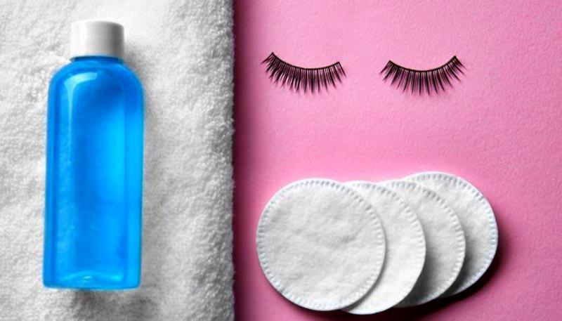 محلول پاک کننده آرایش صورت و چند پد آرایشی