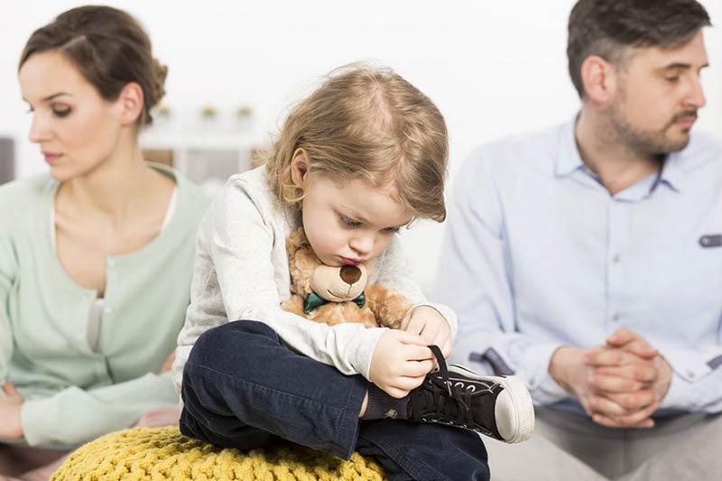 روابط سرد پدر و مادر و ناراحتی فرزند