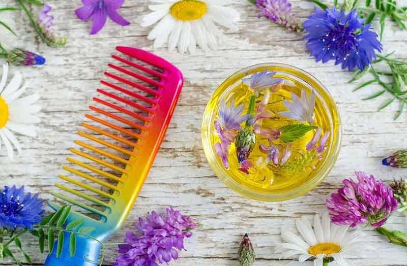 شانه سر و روغن های گیاهی مفید برای مو