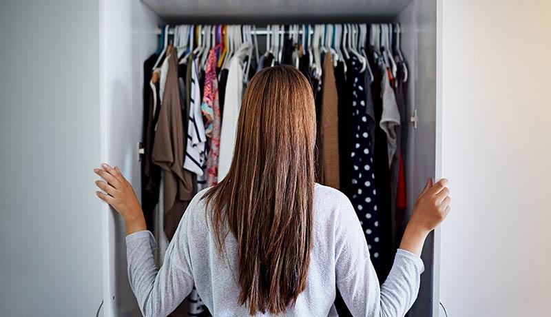 بررسی کمد لباس