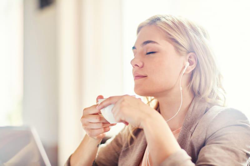 گوش دادن به موزیک های آرامش بخش