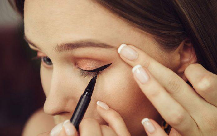 معرفی نکات کاربردی برای کشیدن خط چشم مایع