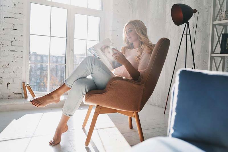 کتاب خواندن در زمان تنهایی