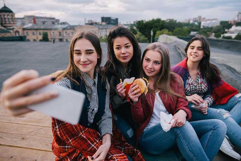 دوستان دختر دانشگاهی
