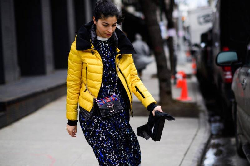 استریت استایل با کاپشن پفی زرد زنانه و پیراهن بلند