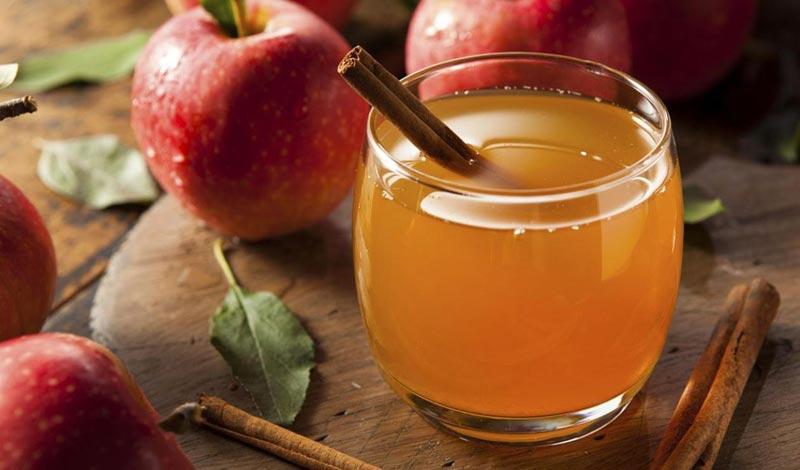 دمنوش ساده سیب و دارچین