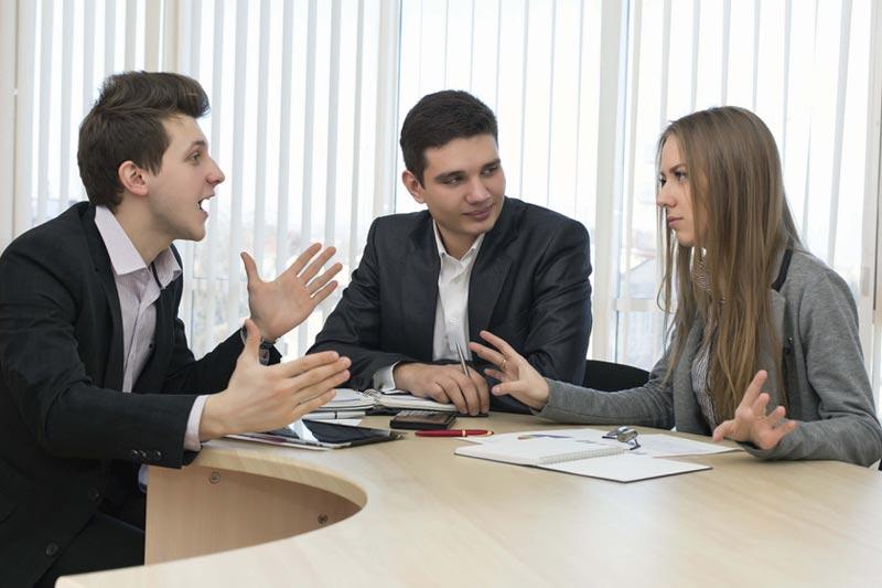بحث و گفتگوی جدی در محیط کار
