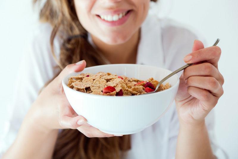 خوردن صبحانه پر فیبر