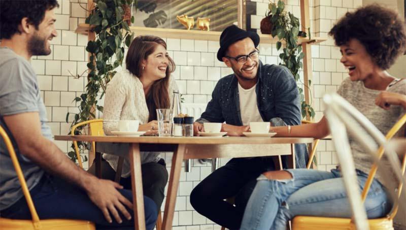 جک تعریف کردن و خندیدن در جمع دوستانه