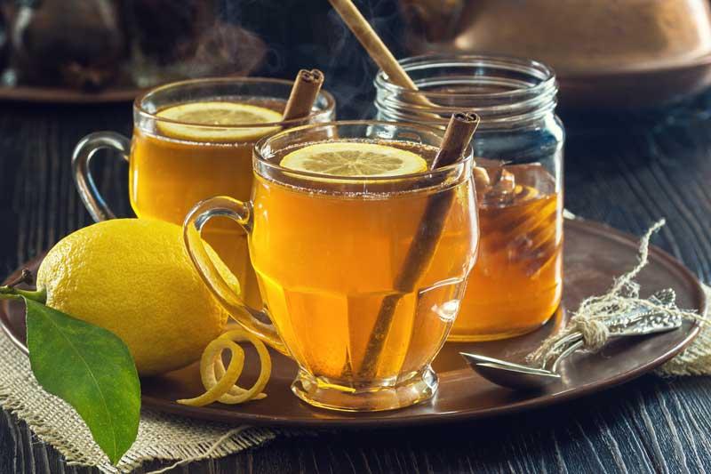 سه لیوان دمنوش لیمو