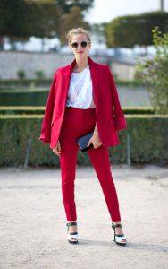 کت و شلوار قرمز زنانه و بلوز سفید ساده