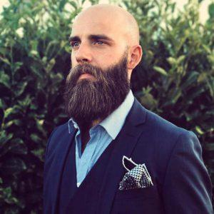 سر تراشیده و بدون مو با ریش