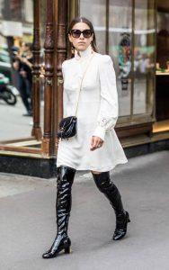 استایل یک خانم با بوت بلند چرم و لباس رسمی