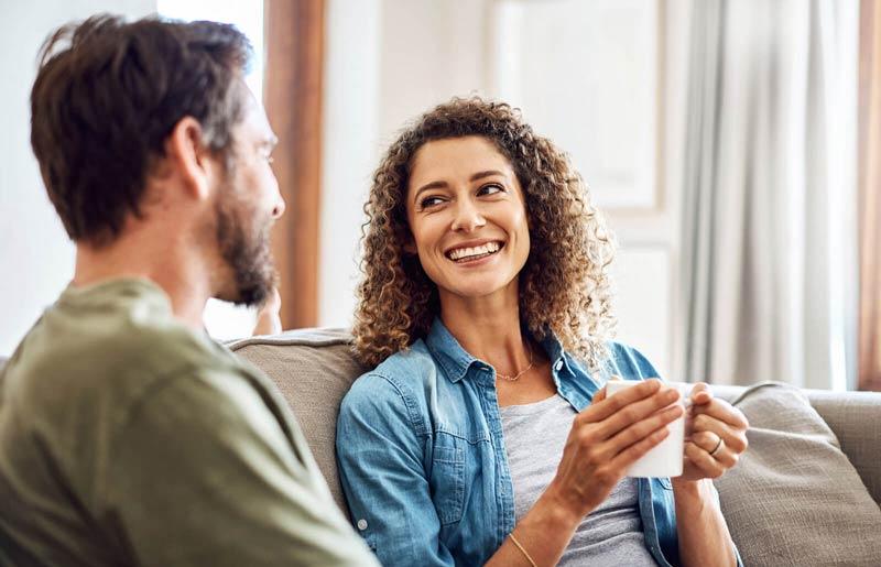 صحبت کردن زن با شوهر خود