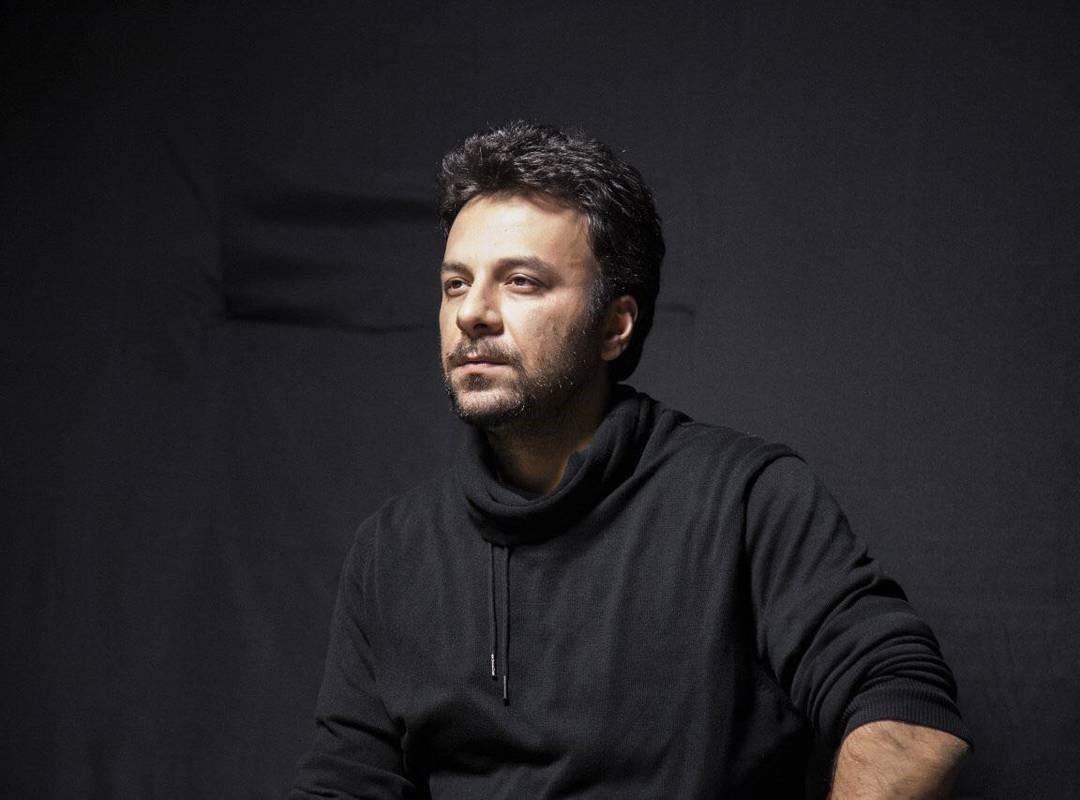 حسام منظور در یکی از نمایش هایش