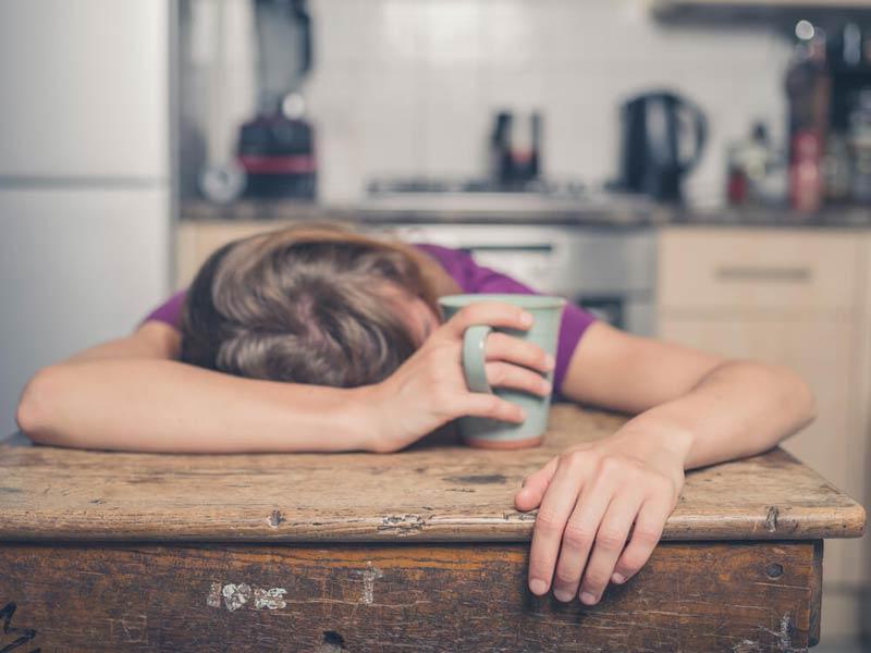 نوشیدن دمنوش و خوابیدن