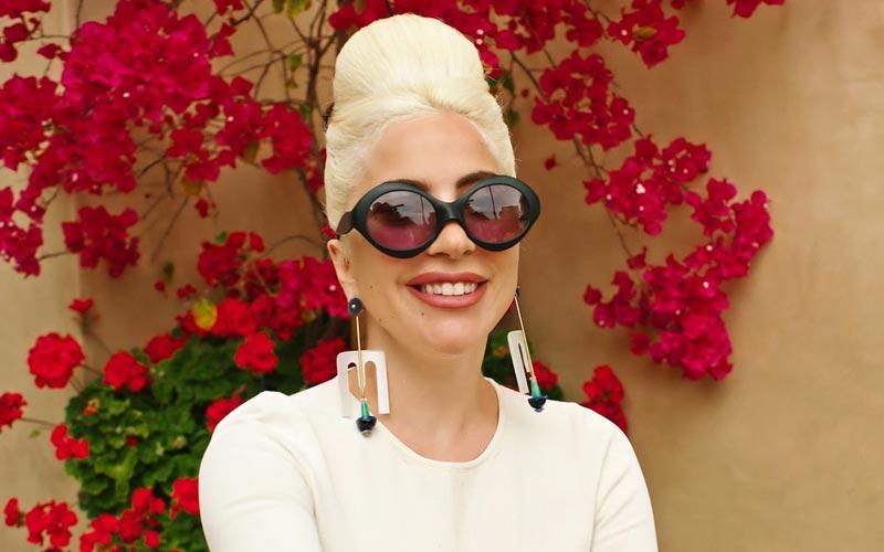 لیدی گاگا با عینک آفتابی