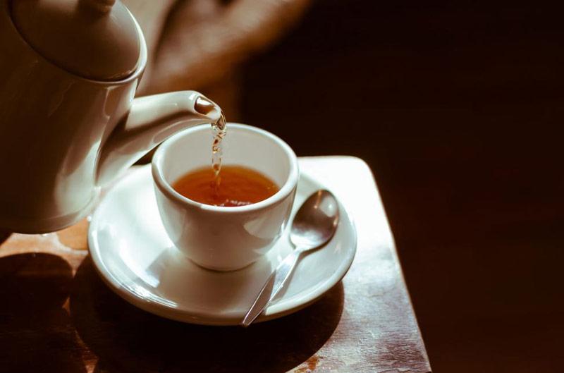 چای و دمنوش ریختن
