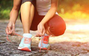 پوشیدن کفش ورزشی