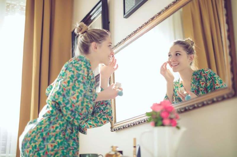 آماده کردن صورت برای شروع آرایش