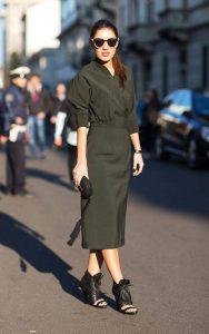 استایل یک خانم با لباس سبز ارتشی