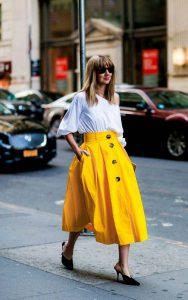 استریت استایل با دامن زرد و بلوز سفید